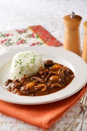 日本生まれの洋食、ハッシュドビーフ。絶品レシピでお洒落な食卓に!のサムネイル画像