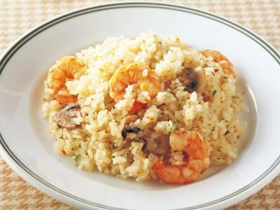 シーフードも野菜も美味しく食べられる!ピラフの人気レシピをご紹介のサムネイル画像