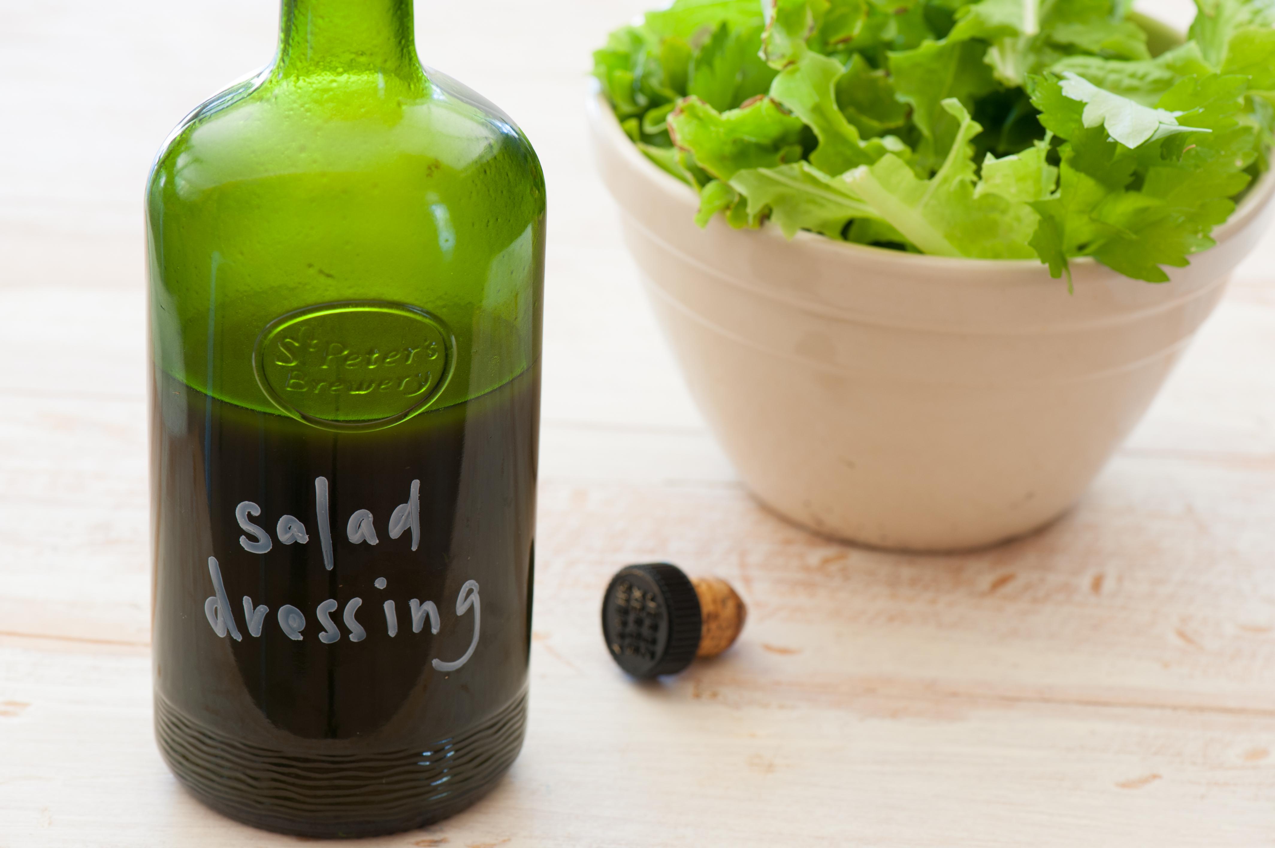 どんなサラダにもよく合う!手作り和風ドレッシングレシピ5選のサムネイル画像