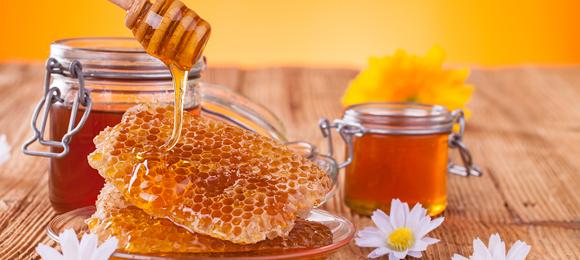 とろりと甘い黄金色の蜜「はちみつ」意外と知らない栄養素をご紹介!のサムネイル画像