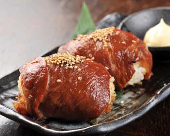 ボリューム満点、お弁当にもおすすめ!絶品肉巻きおにぎりレシピのサムネイル画像