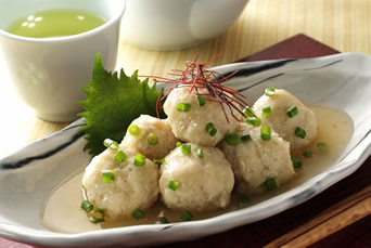 鶏団子は鍋だけじゃない!鶏団子をもっと楽しめる絶品レシピ集のサムネイル画像