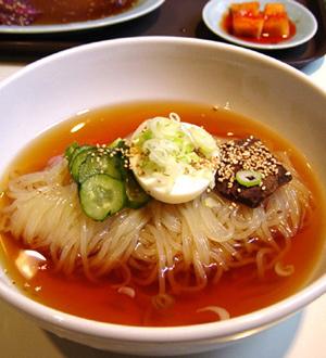 涼しくなっても食べたい!さらりとうまい冷麺のおすすめレシピ5選!のサムネイル画像