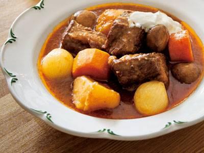寒い日の食卓の強い味方!温かいシチューの作り方をご紹介しますのサムネイル画像