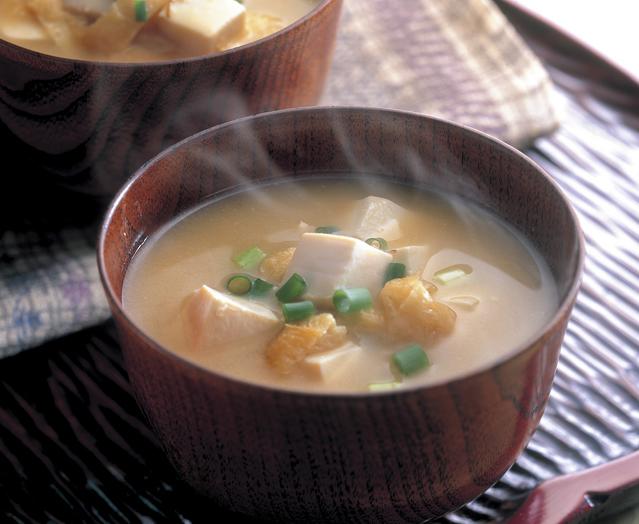 日本の食を支え続ける汁物!ほっこり美味しい味噌汁の人気レシピのサムネイル画像