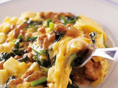 ご飯にのせて食べるだけじゃない!納豆を使った人気レシピ5選のサムネイル画像
