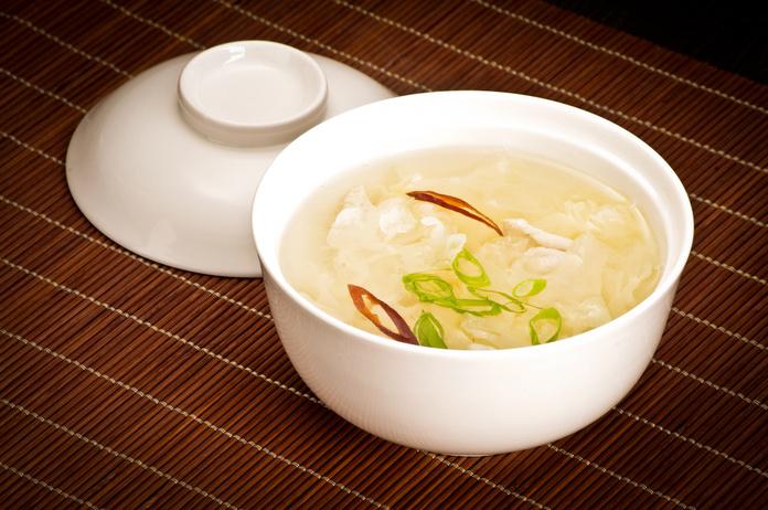 鶏ガラスープの素で簡単!身体が温まるスープレシピをご紹介のサムネイル画像