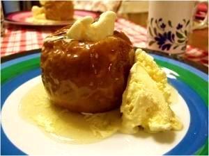 甘い香りがたまらない!あつあつが美味しい焼きリンゴのレシピ5選のサムネイル画像