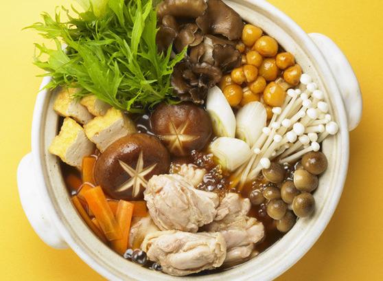 冬といえば鍋!ほっこりと温まる人気の鍋レシピをご紹介します!のサムネイル画像