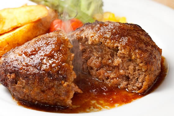 肉汁じゅわ~な絶品ハンバーグのレシピと作り方をご紹介します♪のサムネイル画像